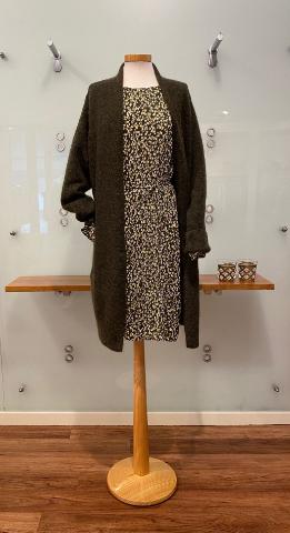 Herbstmode 2021 - Kleid mit Strickjacke - Bad Driburg - GÖKE. Haus der Moden